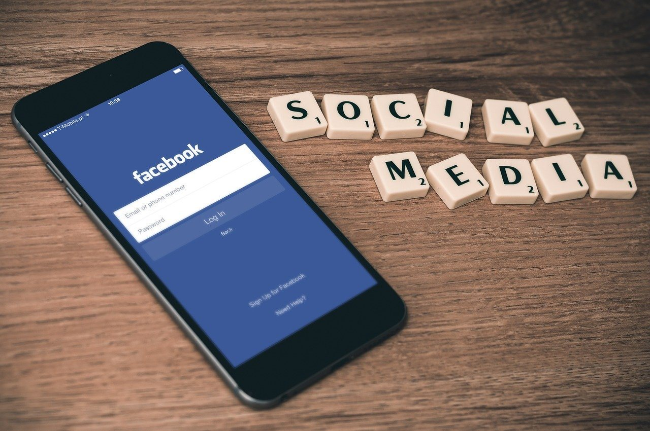 Facebook groups to promote blog featured image